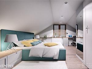 DOM CELESTYNÓW - Średnia biała szara sypialnia małżeńska na poddaszu, styl tradycyjny - zdjęcie od INVENTIVE studio