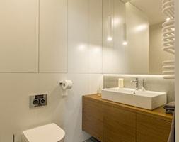 WILANÓW - realizacja - Mała szara łazienka w bloku w domu jednorodzinnym bez okna, styl minimalistyczny - zdjęcie od INVENTIVE studio