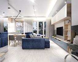 KOBYŁKA - Duży biały salon z bibiloteczką z kuchnią z jadalnią z tarasem / balkonem, styl nowoczesny - zdjęcie od INVENTIVE studio