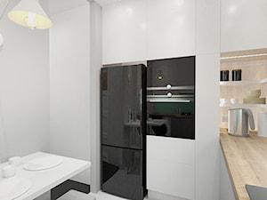 KUCHNIA Z AKCENTEM MIĘTY - Średnia zamknięta biała beżowa kuchnia w kształcie litery l, styl nowoczesny - zdjęcie od INVENTIVE studio