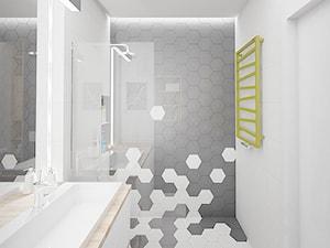 MĘSKI PUNKT WIDZENIA - Średnia biała szara łazienka na poddaszu w bloku w domu jednorodzinnym bez okna, styl minimalistyczny - zdjęcie od INVENTIVE studio