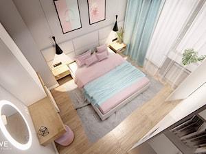 DOM BIAŁOŁĘKA - Średnia biała szara sypialnia małżeńska z balkonem / tarasem, styl nowoczesny - zdjęcie od INVENTIVE studio