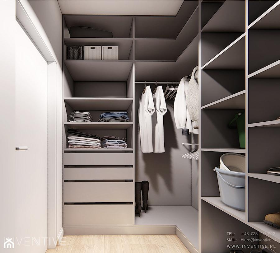 Aranżacje wnętrz - Garderoba: DOM BIAŁOŁĘKA - Mała zamknięta garderoba oddzielne pomieszczenie, styl nowoczesny - INVENTIVE studio. Przeglądaj, dodawaj i zapisuj najlepsze zdjęcia, pomysły i inspiracje designerskie. W bazie mamy już prawie milion fotografii!
