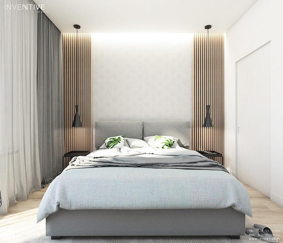 Aranżacje wnętrz - Sypialnia: Żoli Żoli - Mała biała szara sypialnia małżeńska, styl minimalistyczny - INVENTIVE studio. Przeglądaj, dodawaj i zapisuj najlepsze zdjęcia, pomysły i inspiracje designerskie. W bazie mamy już prawie milion fotografii!