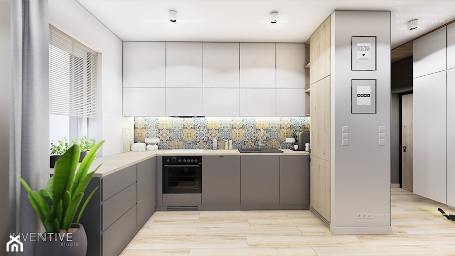 MIESZKANIE REMBERTÓW - Średnia biała kolorowa kuchnia w kształcie litery u w aneksie z oknem, styl minimalistyczny - zdjęcie od INVENTIVE studio