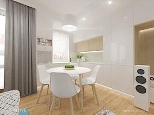 MIESZKANIE DWUPOZIOMOWE z miętowym akcentem - Średnia otwarta biała kuchnia w kształcie litery l w aneksie z oknem, styl nowoczesny - zdjęcie od INVENTIVE studio