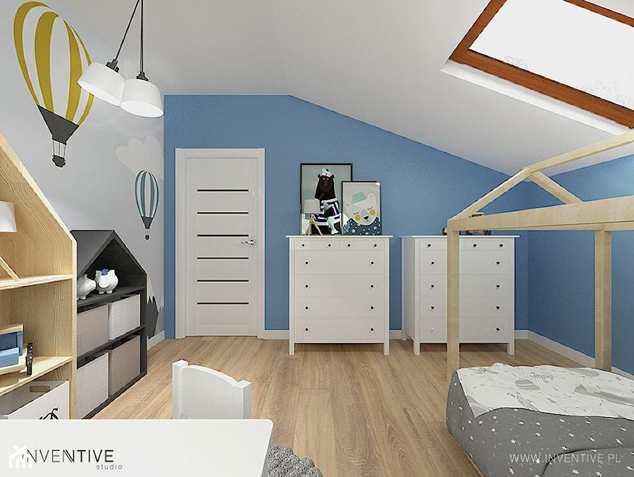 PROJEKT DOMU - Średni szary niebieski pokój dziecka dla chłopca dla dziewczynki dla ucznia dla malucha, styl nowoczesny - zdjęcie od INVENTIVE studio