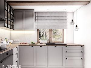DOM CELESTYNÓW - Średnia zamknięta biała kuchnia w kształcie litery l z oknem, styl tradycyjny - zdjęcie od INVENTIVE studio