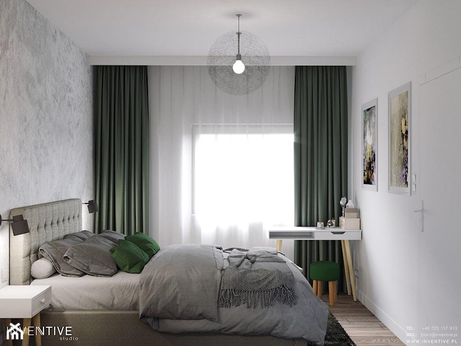 MARKI - Mała biała szara sypialnia małżeńska, styl minimalistyczny - zdjęcie od INVENTIVE studio
