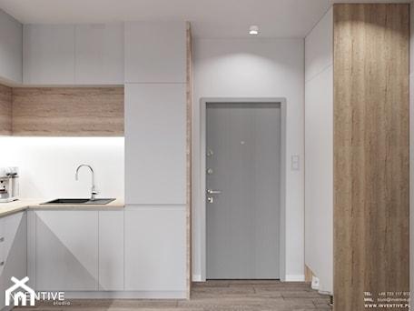 Aranżacje wnętrz - Kuchnia: MARKI - Mała zamknięta biała kuchnia w kształcie litery l, styl minimalistyczny - INVENTIVE studio. Przeglądaj, dodawaj i zapisuj najlepsze zdjęcia, pomysły i inspiracje designerskie. W bazie mamy już prawie milion fotografii!