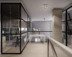MIESZKANIE URSUS - dwa poziomy - Duży szary hol / przedpokój, styl tradycyjny - zdjęcie od INVENTIVE studio