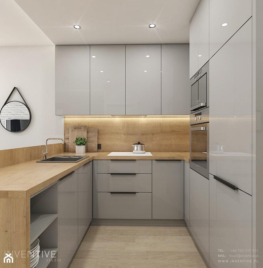 WARSZAWA ŻOLIBORZ - Mała biała beżowa kuchnia w kształcie litery u w aneksie z wyspą, styl nowoczes ... - zdjęcie od INVENTIVE studio