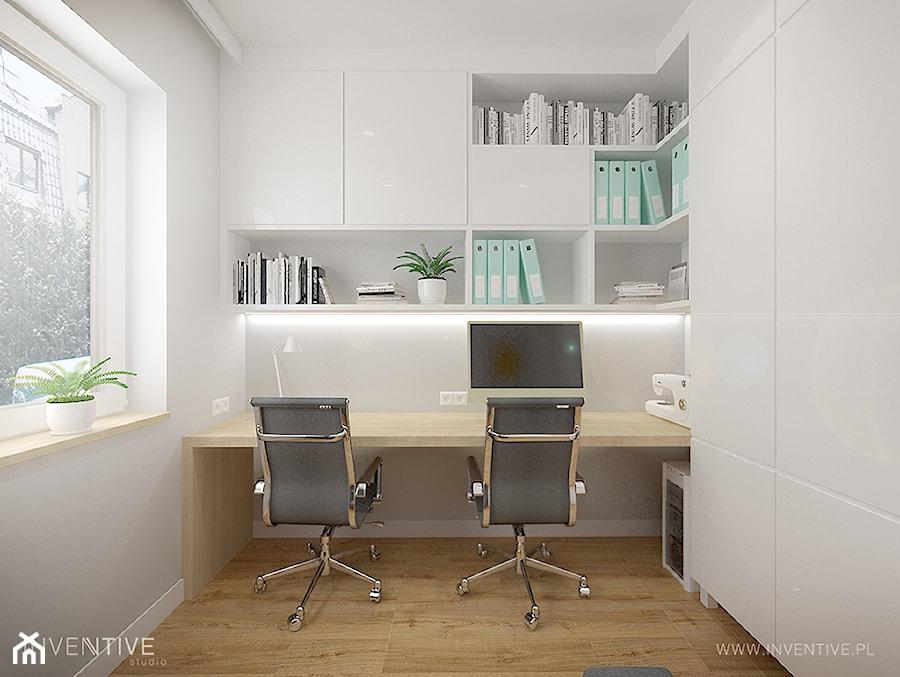 MIESZKANIE DWUPOZIOMOWE z miętowym akcentem - Małe szare biuro pracownia kącik do pracy, styl nowoczesny - zdjęcie od INVENTIVE studio