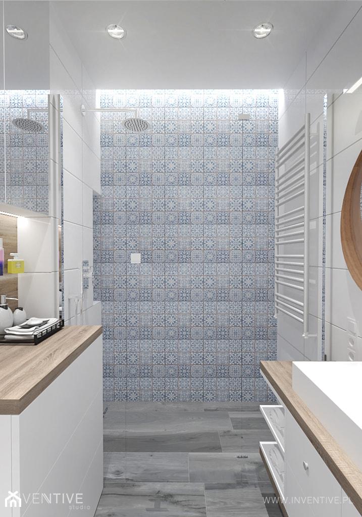 PATCHWORKOWY AKCENT - Średnia łazienka w bloku w domu jednorodzinnym bez okna, styl rustykalny - zdjęcie od INVENTIVE studio