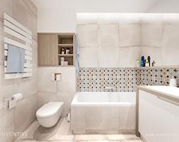 BEŻOWA ŁAZIENKA - Mała beżowa łazienka na poddaszu w bloku w domu jednorodzinnym bez okna, styl rustykalny - zdjęcie od INVENTIVE studio
