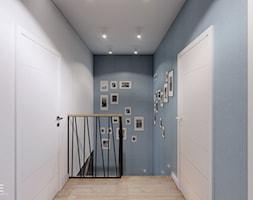 DOM BIAŁOŁĘKA - Mały biały niebieski hol / przedpokój, styl nowoczesny - zdjęcie od INVENTIVE studio