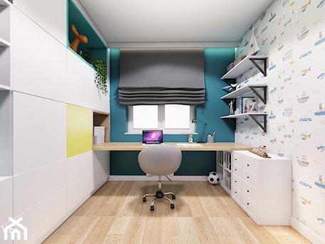 MIESZKANIE URSUS - Mały biały niebieski pokój dziecka dla chłopca dla dziewczynki dla ucznia dla nastolatka, styl nowoczesny - zdjęcie od INVENTIVE studio