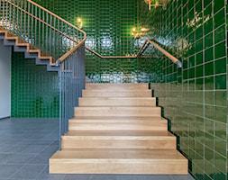 Schody drewniane w naturalnym kolorze - zdjęcie od TEKO - Homebook