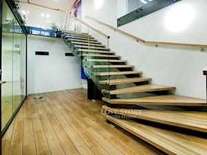 Drewniane schody w siłowni Szwecja