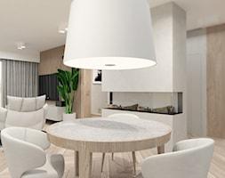 DOM W WILKOWICACH - Mała otwarta biała jadalnia w salonie - zdjęcie od MANUKA pracownia projektowa