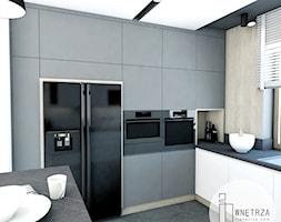 KUCHNIA z marmurem - Średnia otwarta biała kuchnia w kształcie litery g w aneksie z oknem, styl now ... - zdjęcie od IJ Wnętrza - Homebook