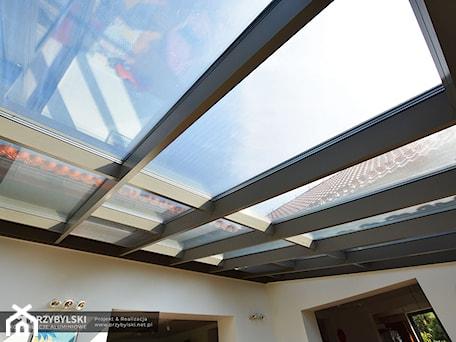 Aranżacje wnętrz - Taras: Szklany dach w domu - Przybylski Ogrody Zimowe & Konstrukcje aluminiowo-szklane. Przeglądaj, dodawaj i zapisuj najlepsze zdjęcia, pomysły i inspiracje designerskie. W bazie mamy już prawie milion fotografii!
