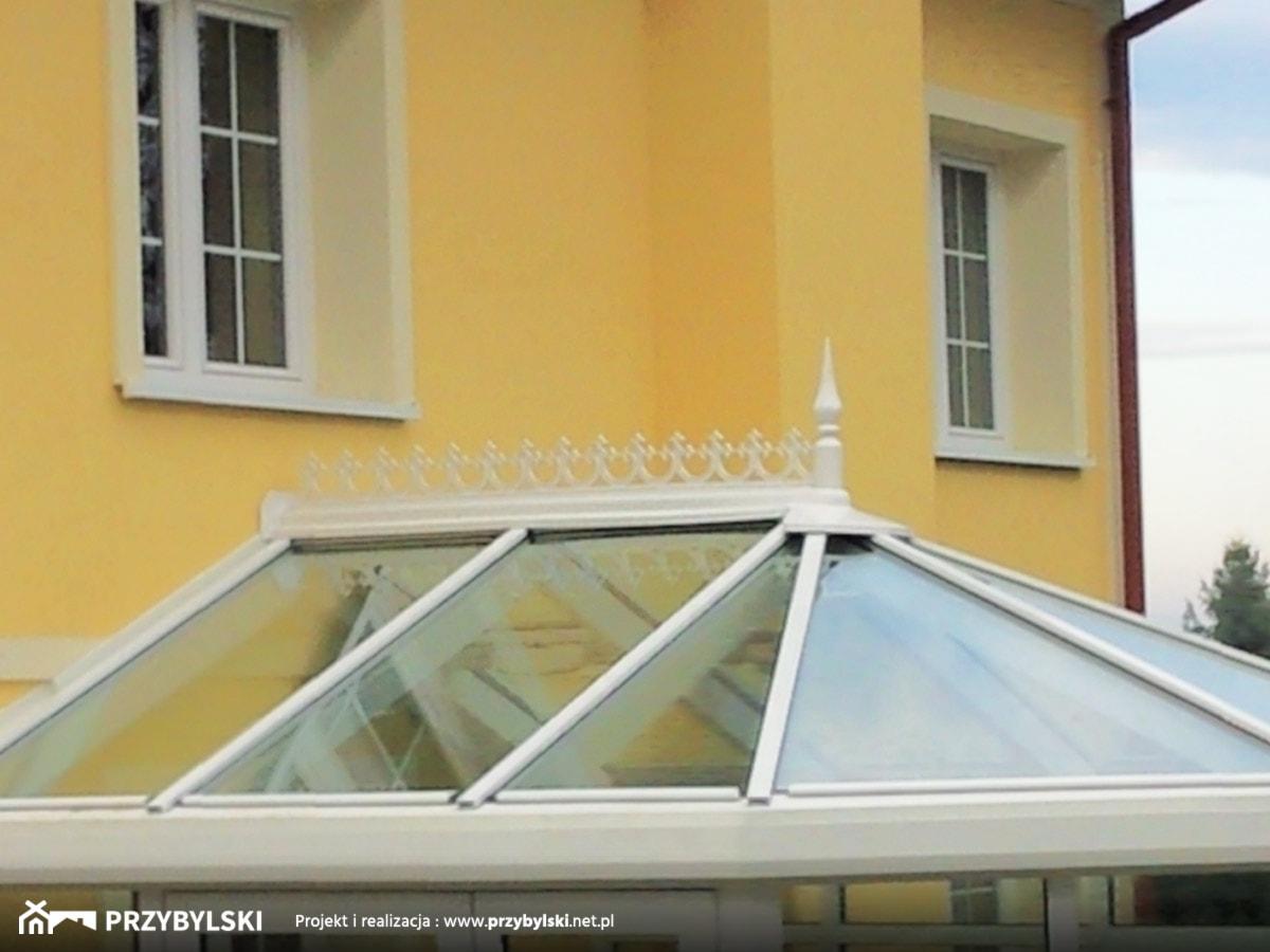 Ogród zimowy z ozdobami - zdjęcie od Przybylski Ogrody Zimowe & Konstrukcje aluminiowo-szklane - Homebook