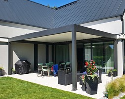 Pergola tarasowa z ruchomym dachem - zdjęcie od Przybylski Ogrody Zimowe & Konstrukcje aluminiowo-szklane - Homebook
