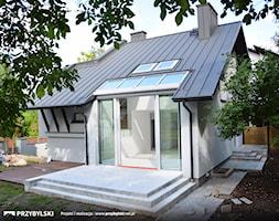Okno+kolankowe+w+domku+jednorodzinnym.+Efektowne+wyj%C5%9Bcie+na+taras.+Realizacja+firma+Przybylski+(www.przybylski.net.pl)+-+zdj%C4%99cie+od+Przybylski+Ogrody+Zimowe+%26+Konstrukcje+aluminiowo-szklane