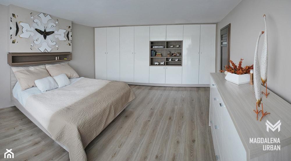 JASNA SYPIALNIA - Średnia szara sypialnia małżeńska, styl nowoczesny - zdjęcie od urbaninteriorspl - Homebook