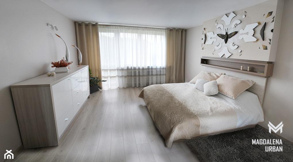 JASNA SYPIALNIA - Duża beżowa sypialnia małżeńska, styl nowoczesny - zdjęcie od urbaninteriorspl - Homebook