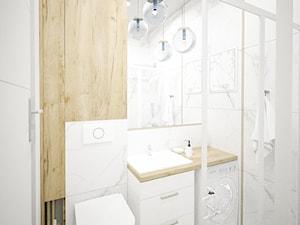 Biała łazienka z drewnem i złotymi dodatkami - zdjęcie od Vimko Projektowanie Wnętrz