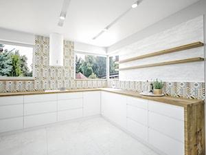 Przestronna biała kuchnia
