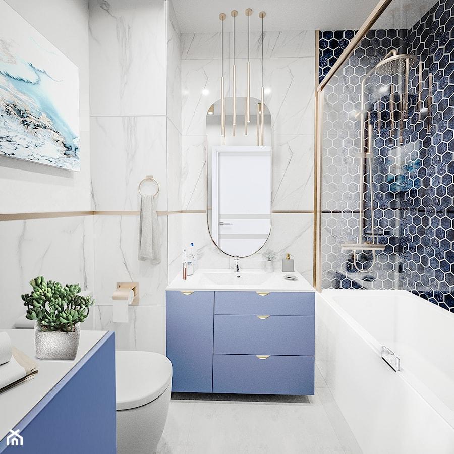 Niebieska łazienka glamour z akcentami złota - zdjęcie od Vimko Projektowanie Wnętrz