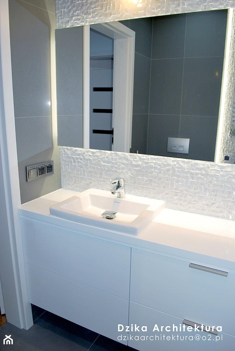Mała łazienka W Szarościach Zdjęcie Od Dzika Architektura