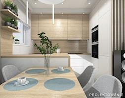 Aneks kuchenny w salonie - Mała zamknięta szara kuchnia w kształcie litery l z oknem - zdjęcie od Projektowanie Wnetrz Online