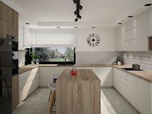 Duża kuchnia w czerni lub w bieli z wyspą na środku - Duża biała kuchnia w kształcie litery u z oknem - zdjęcie od Projektowanie Wnetrz Online