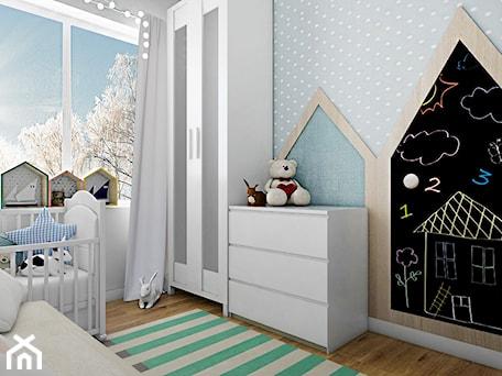 pokój dziecięcy - Mały szary pokój dziecka dla chłopca dla dziewczynki dla niemowlaka, styl skandynawski - zdjęcie od ma.demianiuk@gmail.com