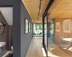 Ekorezydencja - Średni taras z tyłu domu, styl nowoczesny - zdjęcie od Ev Architects