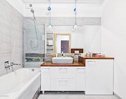Mieszkanie na Pradze - Średnia biała szara łazienka bez okna, styl minimalistyczny - zdjęcie od KRAMKOWSKA | PRACOWNIA WNĘTRZ