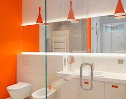 Mieszkanie na Powiślu - Średnia biała łazienka w bloku w domu jednorodzinnym, styl minimalistyczny - zdjęcie od KRAMKOWSKA | PRACOWNIA WNĘTRZ