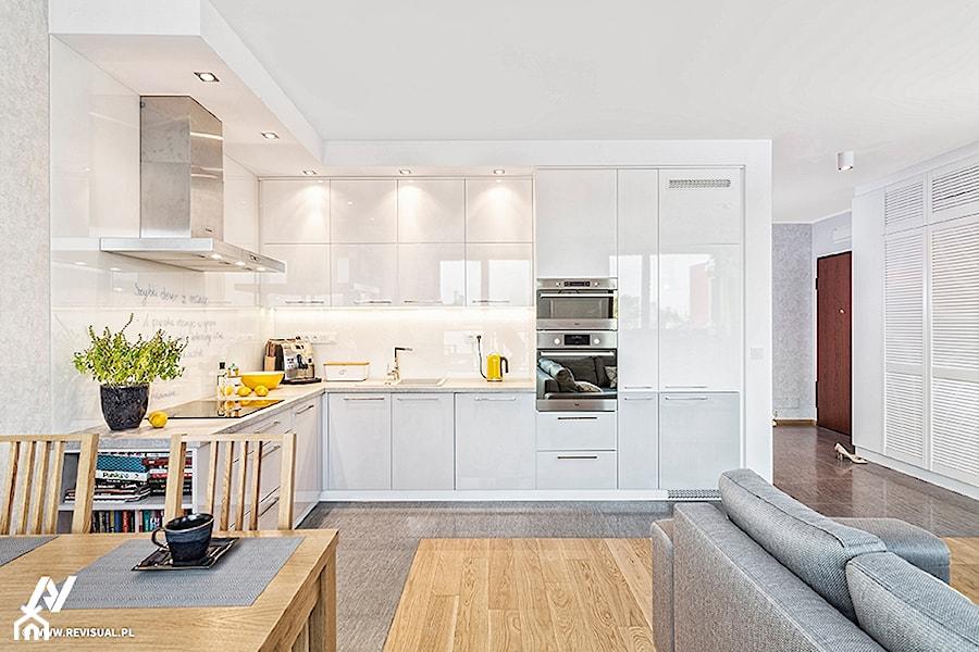 Aranżacje wnętrz - Kuchnia: Mieszkanie na Pradze - Średnia otwarta biała kuchnia w kształcie litery l w aneksie, styl minimalistyczny - KRAMKOWSKA | PRACOWNIA WNĘTRZ. Przeglądaj, dodawaj i zapisuj najlepsze zdjęcia, pomysły i inspiracje designerskie. W bazie mamy już prawie milion fotografii!