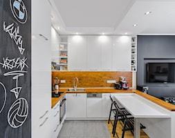 Mieszkanie na Bemowie - Średnia otwarta kuchnia w kształcie litery u w aneksie, styl nowoczesny - zdjęcie od KRAMKOWSKA | PRACOWNIA WNĘTRZ