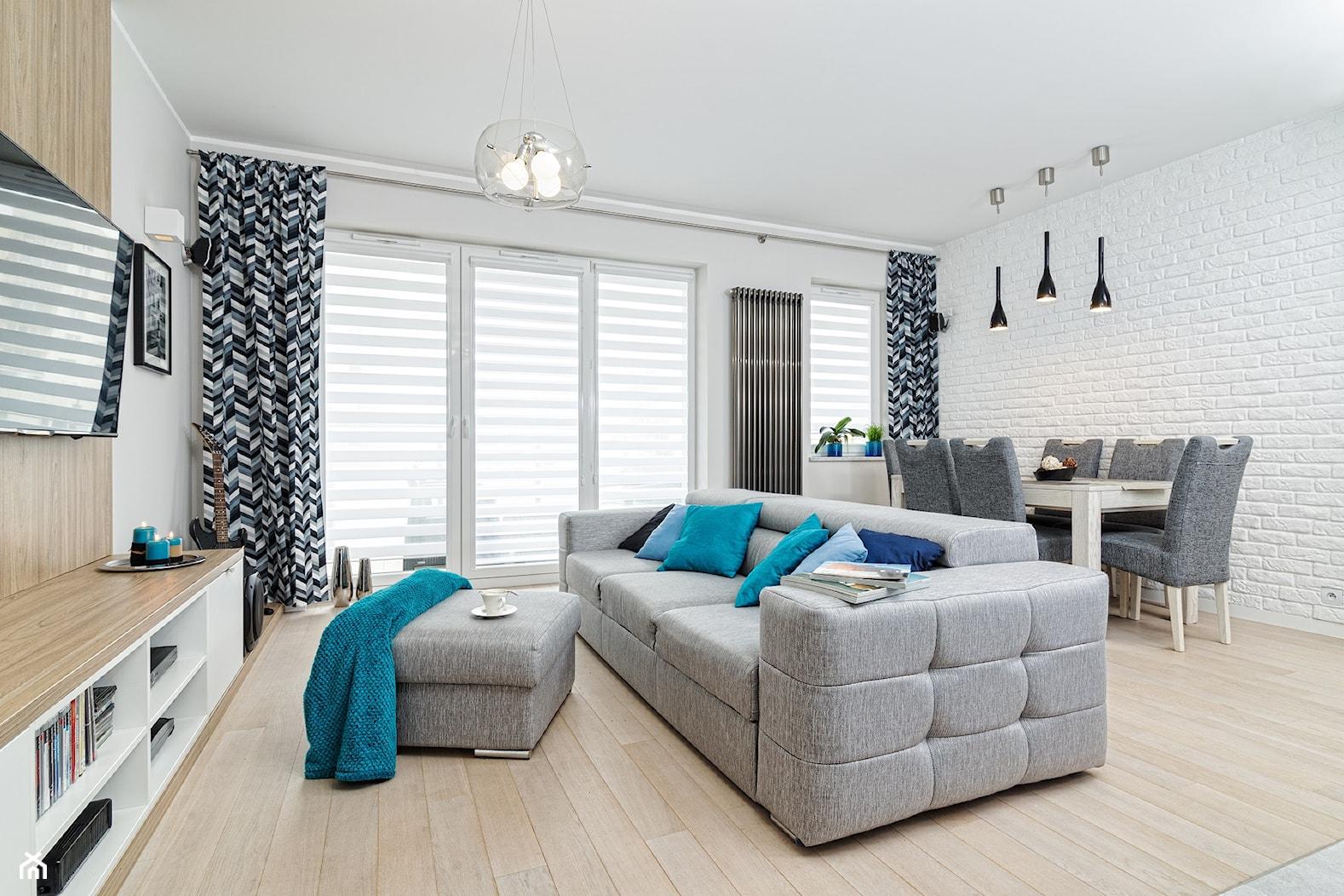 MIESZKANIE 72m2 - Średni biały salon z jadalnią z tarasem / balkonem, styl minimalistyczny - zdjęcie od KRAMKOWSKA | PRACOWNIA WNĘTRZ - Homebook