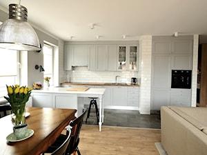 Mieszkanie Rumia 1 - Średnia otwarta biała szara kuchnia jednorzędowa w aneksie, styl eklektyczny - zdjęcie od GAGO Design