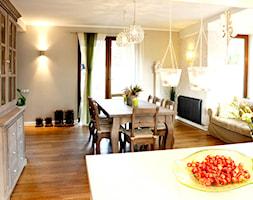 Dom Gdańsk Otomin - Średnia otwarta beżowa jadalnia w salonie, styl prowansalski - zdjęcie od GAGO Design