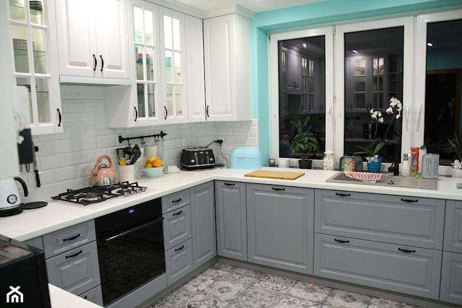 Moja Kuchnia średnia Zamknięta Biała Niebieska Kuchnia W