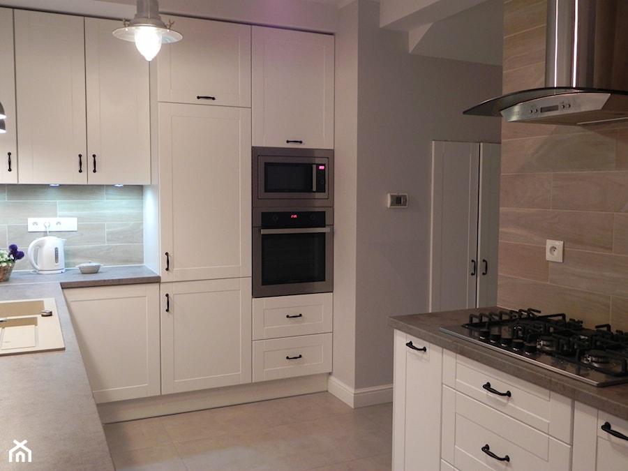 Mały domek pod miastem  Średnia kuchnia w kształcie   -> Kuchnia Pod Zabudowe Lubuskie
