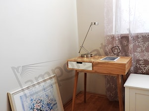 Elegancka i praktyczna lampa na biurko