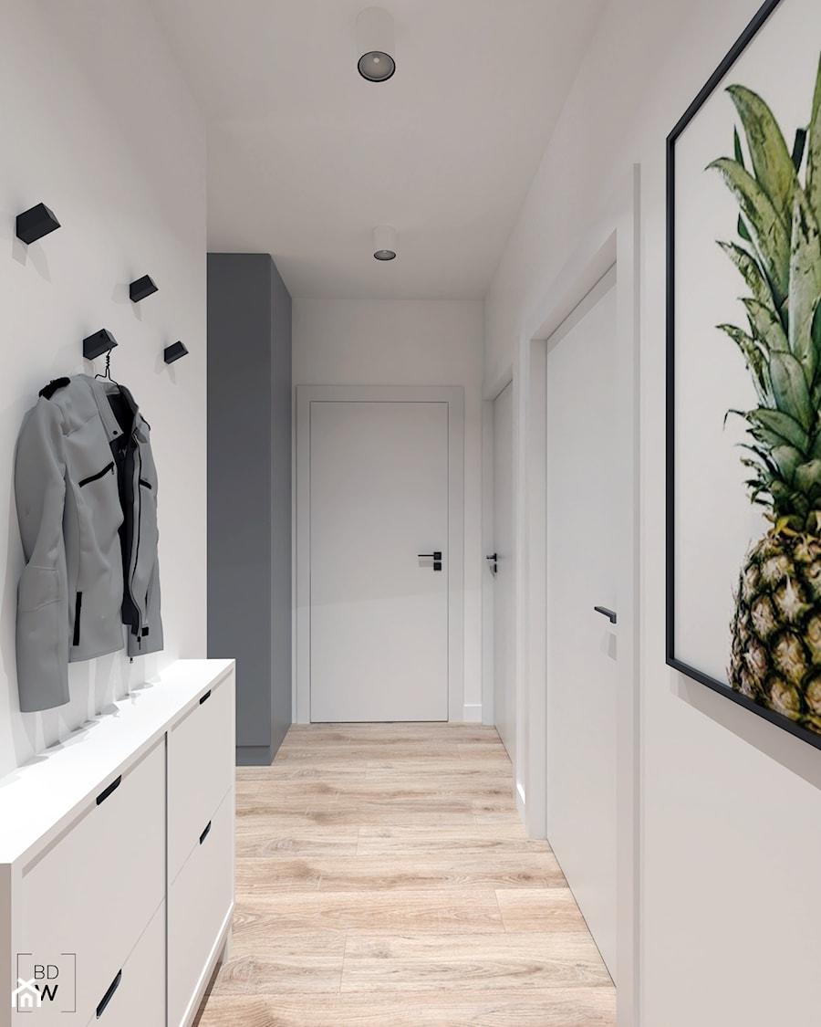 Mieszkanie na Odolanach - Średni biały szary hol / przedpokój, styl skandynawski - zdjęcie od BDWstudio